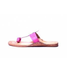 Beautiful Handicraft Latest Kolhapuri Chappals Design In Pink Colour For Comfort Wear