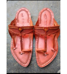 Authentic Handicraft Trendy Look Kolhapuri Chappals Design In Peach Colour For Women