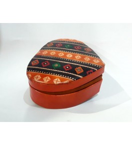 Heart Shaped Pure Santiniketan Leather Box Batik for Gifting